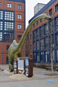 Der Diplodocus longus ist auf Deutschlandtour und hat unterwegs ein paar Dinoeier verloren... © Senckenberg